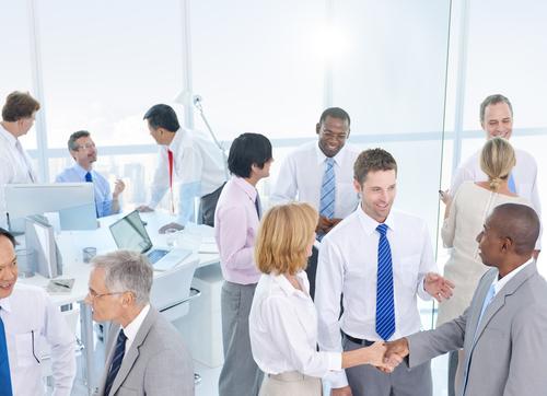 ビジネスで人と人を繋ぐ、紹介する時の英語例文