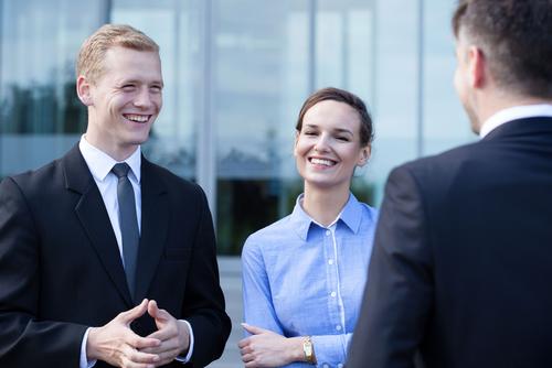 自己紹介や挨拶の後に、関係を温めるスモールトークの英語例文