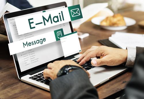 英語ビジネスメールの件名欄の書き方
