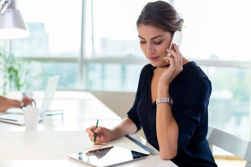ビジネスでの電話対応 電話を受ける時の英語フレーズ