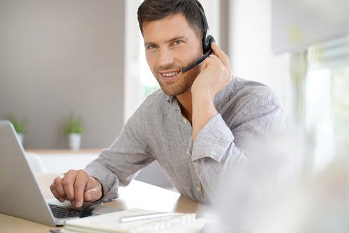 電話をかけるときの挨拶や自己紹介の英語フレーズ