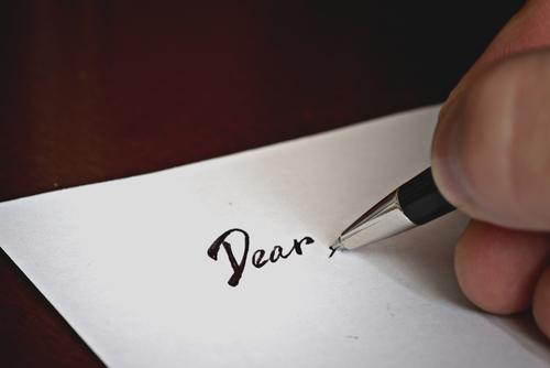 英語のビジネスメールでの宛名の書き方