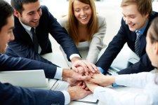チームで仕事。協力、指示、要請、依頼、そして、手伝いを申し出る、英語表現8選