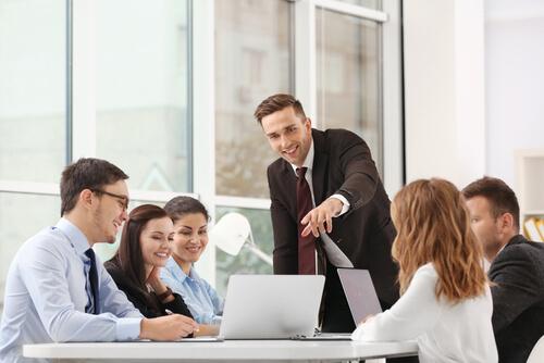 ビジネス英会話、リーダーシップと思い遣り」7つの英語表現
