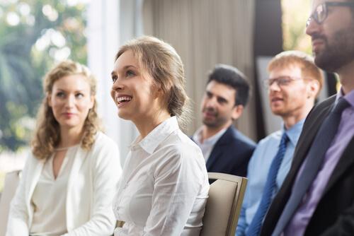 ビジネス英会話のコツ:話を分かり易く、面白く展開するための接続詞の使い分け