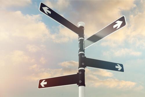 ビジネス英会話のコツ1:そのままの流れで、あるいは逆方向に、話を展開させる接続詞