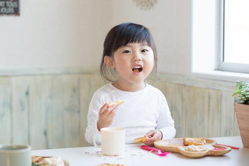 子供との食事で使える英語フレーズ - 朝、昼、晩ごはん!