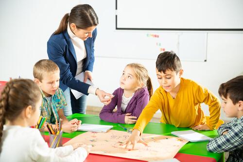 小学3年生・4年生の英語の教科書と授業時間