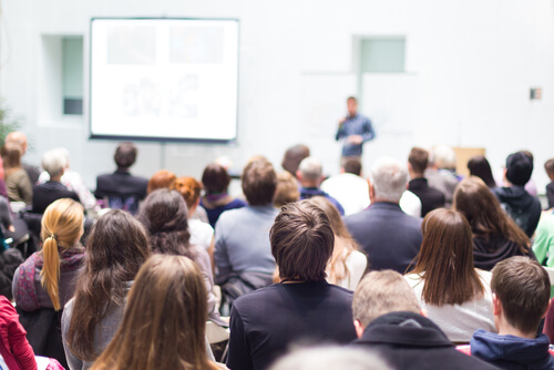 英語会議や英語プレゼンなど、ビジネスの場での応用
