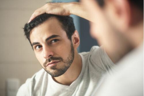 コロナ禍でビデオ会議が増加して、男性化粧品の消費が拡大している状況に関する英語での回答例