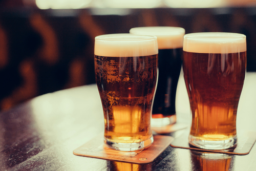ネイティブ講師と学ぶ、英語表現の作り方(1)|「輸入ビールの売上げ拡大」を議題にオンライン英会話で学ぶ、習慣や好みの変化を語る16個の英語例文
