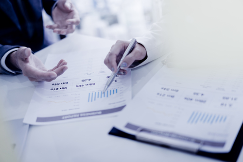 進捗状況、予算、問題点や課題を英語で報告