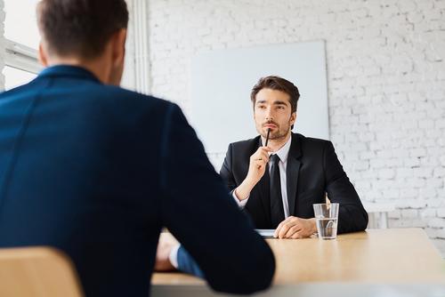 転職面接や会議、それぞれのシーンに合った自己紹介