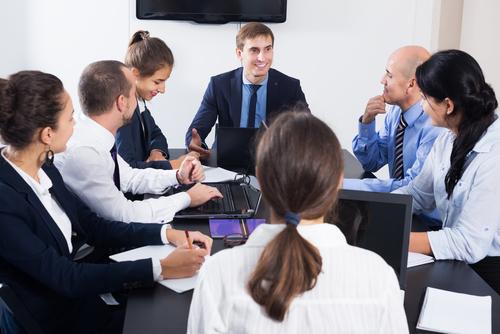 ビジネス会議やプレゼンで、自己紹介が上手な人