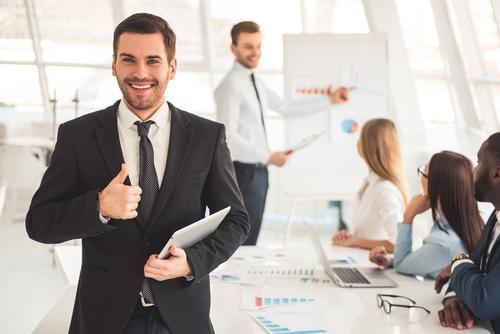 ネイティブ講師から、体系的にビジネス英会話の「伝える力」を習得